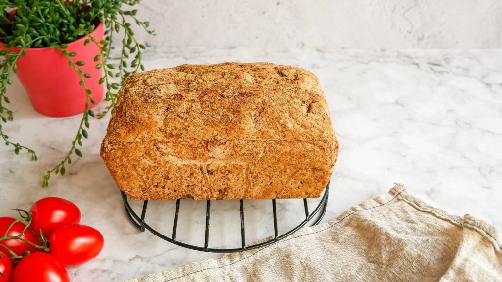Élesztős diós szilvás gluténmentes kenyér